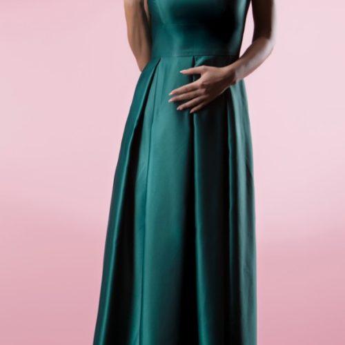 Официална дизайнерска рокля.
